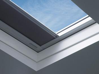 Okno do ploché střechy FAKRO DEF